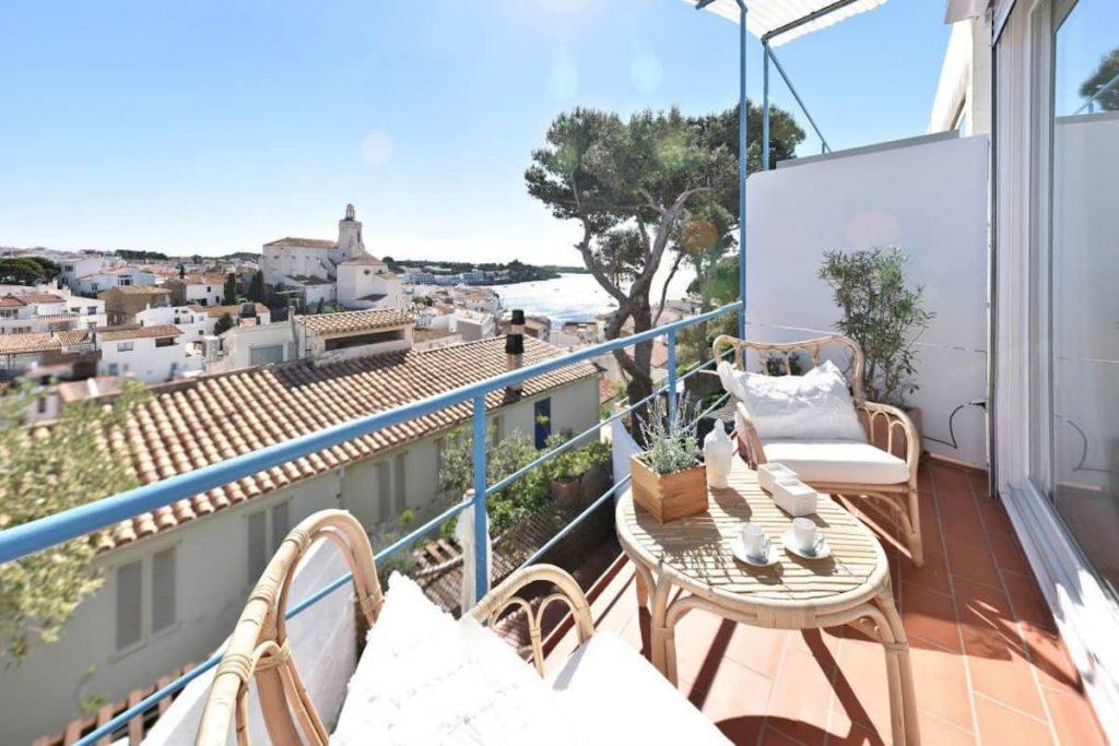 Terraza con vistas a la bahía de Cadaqués
