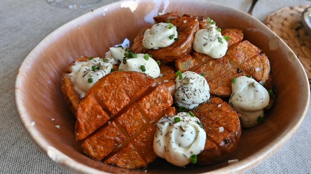 Patatas con salsa